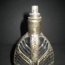 Antigüedades: ANTIGUO ESENCIERO PERFUMERO ARABE. CRISTAL TALLADO Y BRONCE . Lote 180274621