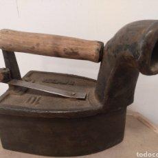 Antigüedades: PLANCHA DE CHIMENEA EN HIERRO FUNDIDO. Lote 180290952