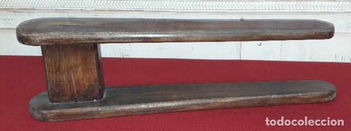 Antigüedades: ANTIGUA TABLA DE PLANCHAR - Foto 2 - 180333097