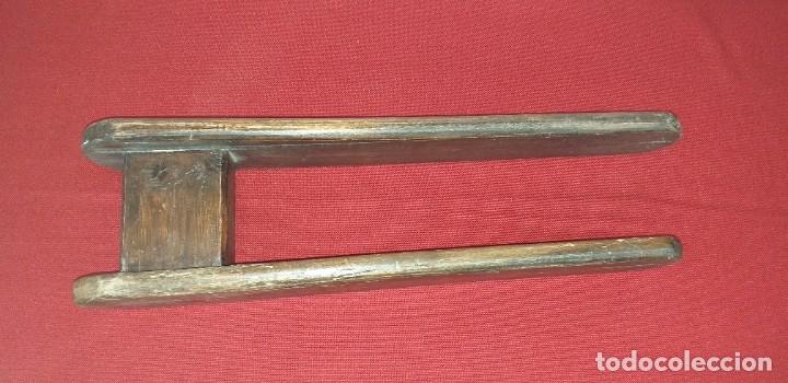 Antigüedades: ANTIGUA TABLA DE PLANCHAR - Foto 3 - 180333097