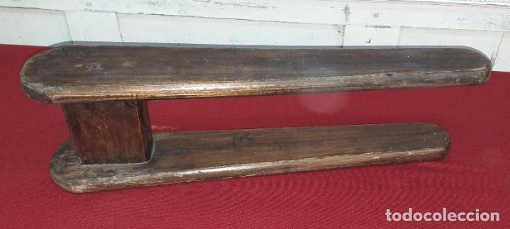 Antigüedades: ANTIGUA TABLA DE PLANCHAR - Foto 4 - 180333097