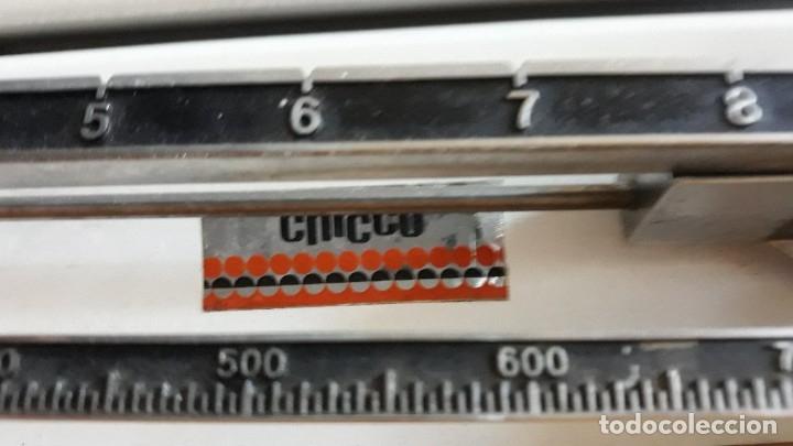 Antigüedades: Báscula, balanza, pesa bebes marca Chicco con maleta original para facilitar el transporte - Foto 3 - 180335543