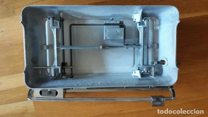 Antigüedades: Báscula, balanza, pesa bebes marca Chicco con maleta original para facilitar el transporte - Foto 22 - 180335543