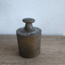 Antigüedades: PESO DE BRONCE DE UN KILO. Lote 180446392