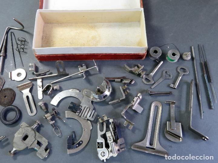 Antigüedades: Caja con piezas máquina coser Alfa recambios repuestos Eibar Guipúzcoa - Foto 5 - 180475375