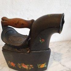 Antigüedades: PLANCHA DE CARBON ANTIGUA. Lote 180494892
