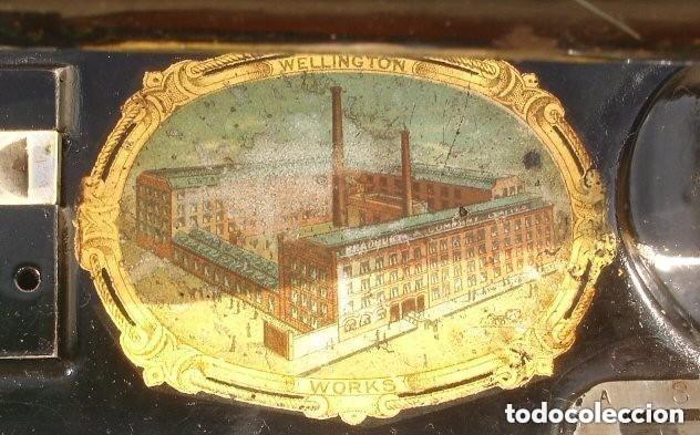 Antigüedades: ANTIGUA MAQUINA DE COSER,CON BASE DE VIOLIN. AÑO C. 1881 FUNCIONA Y EN BUEN ESTADO - Foto 6 - 180894287