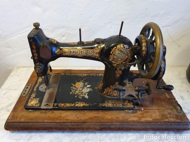 MAQUINA DE COSER PORTATIL JONES (Antigüedades - Técnicas - Máquinas de Coser Antiguas - Otras)