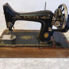 Antigüedades: MAQUINA DE COSER PORTATIL SINGER. Lote 180906627