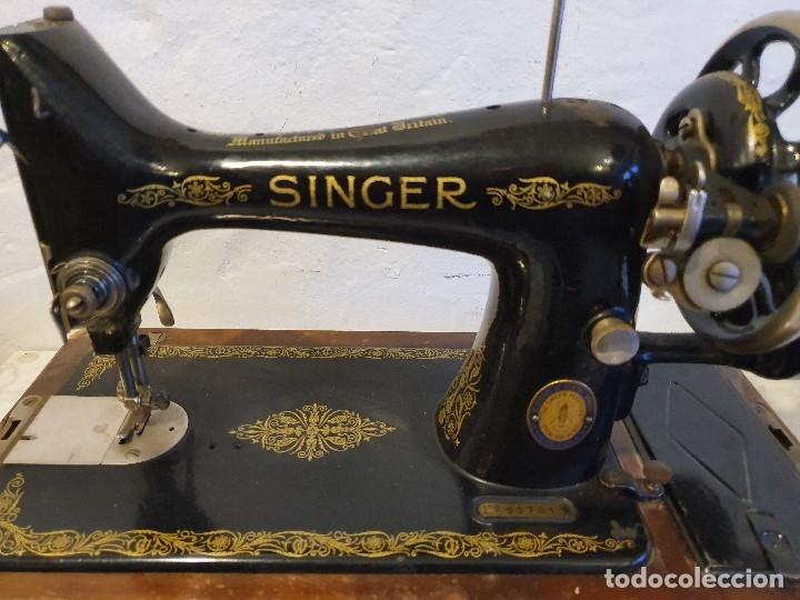 Antigüedades: MAQUINA DE COSER PORTATIL SINGER - Foto 2 - 180906627