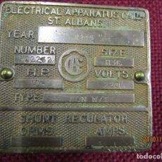 Antigüedades: PLACA METAL 1944 REGLADOR SHUNT A BORDO BUQUES - ELECTRICAL APPARATUS Cº ALBANS - METAL 5.3CMX5.3 +. Lote 180962212