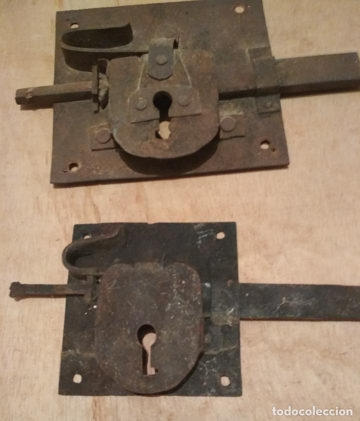 Antigüedades: LOTE 3 CERRAJAS HIERRO FORJA ANTIGUAS SIN LLAVE - Foto 2 - 180963032