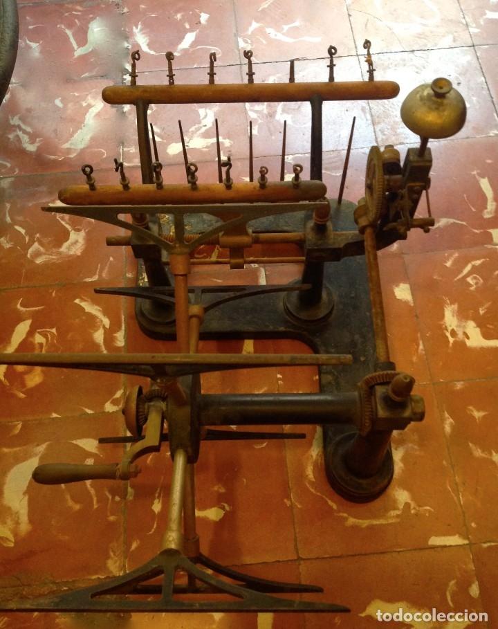 Antigüedades: Antigua Maquina De Hilar O Devanadora De Telar Marca AYGUAFRE En Metal Y Madera - Foto 2 - 180965987