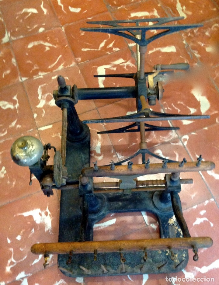 Antigüedades: Antigua Maquina De Hilar O Devanadora De Telar Marca AYGUAFRE En Metal Y Madera - Foto 5 - 180965987