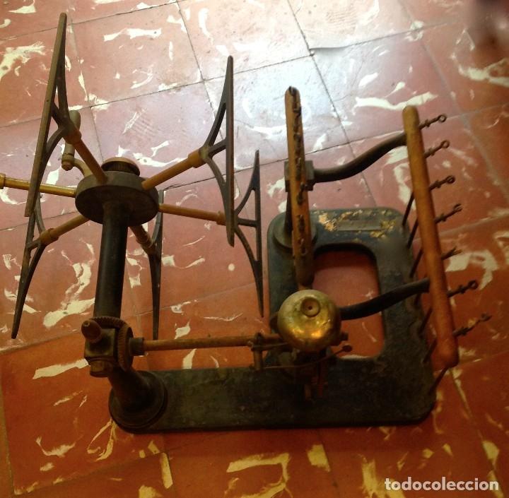 Antigüedades: Antigua Maquina De Hilar O Devanadora De Telar Marca AYGUAFRE En Metal Y Madera - Foto 6 - 180965987