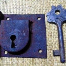Antigüedades: ANTIGUA CERRADURA CON RARA LLAVE, TOTALMENTE FUNCIONAL , LLAVE 11 CM. Lote 181020783
