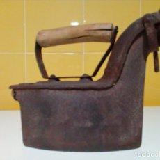 Antigüedades: ANTIGUA PLANCHA DE CARBON. Lote 181085278
