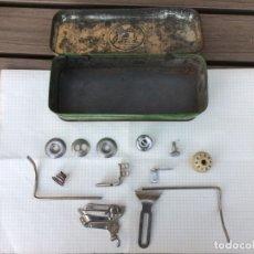 Antiquités: CAJA METALICA SIGMA CON ALGUNOS ACCESORIOS. Lote 181099950