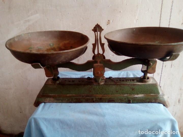 BASCULA DE 2 PLATOS ANTIGUA CON 2 PESAS (Antigüedades - Técnicas - Medidas de Peso - Básculas Antiguas)