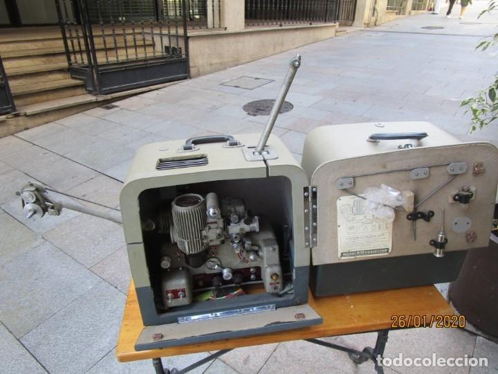 Antigüedades: ANTIGUO PROYECTOR SONORO Y PORTATIL 16MM BELL & HOWELL, MODELO 630 PROJECTOR - VER FOTOS + INFO - Foto 2 - 181153485