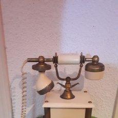 Teléfonos: ANTIGUO TELÉFONO ESTILO BAQUELITA BLANCO MARCA TELCER GOLD PLATED 18 K. Lote 181171566