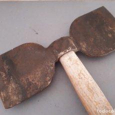 Antiquités: HACHA DE DOS CANTOS, 24X9CM APROX, LARGO 29CM APROX. Lote 181398222