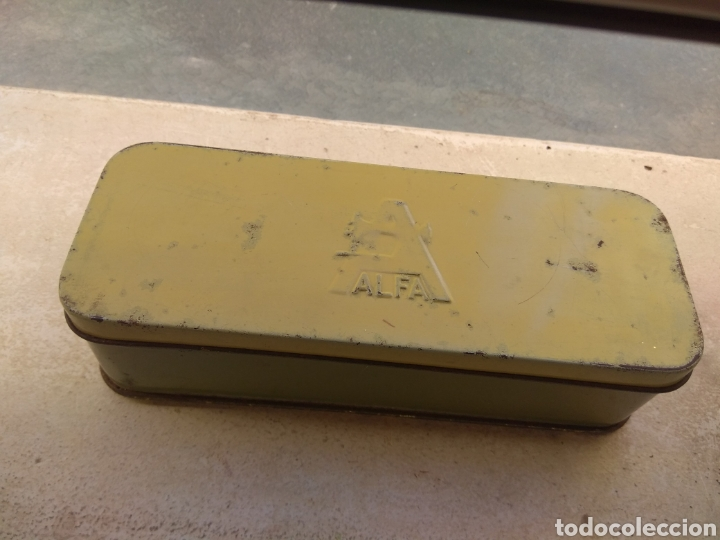 Antigüedades: Caja de Metal Máquina de Coser Alfa más Accesorios - Foto 3 - 181481417