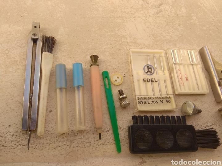 Antigüedades: Caja de Metal Máquina de Coser Alfa más Accesorios - Foto 6 - 181481417
