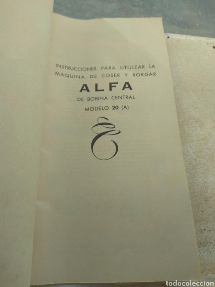 Antigüedades: Libro de Instrucciones Máquina de Coser Alfa de Bobina Central modelo 20 A - Foto 2 - 181482110