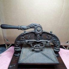 Antigüedades: PRENSA DE PAPEL EN HIERRO. Lote 181499880