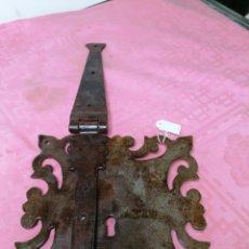 Antigüedades: CERRADURA DE BAÚLES DE FORJA. Lote 181543296