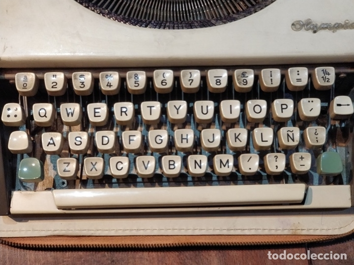 Antigüedades: Máquina de escribir OLYMPIA de Luxe con maletín de transporte - 32 x 33 x 9.5cm - Foto 4 - 181546430