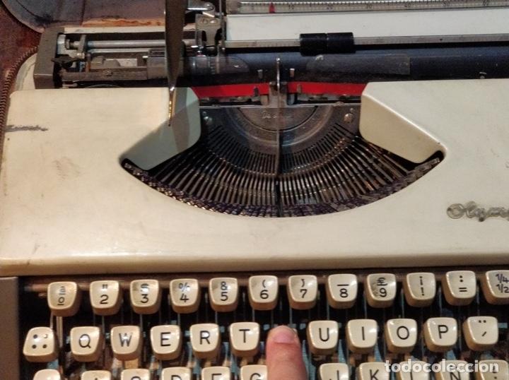 Antigüedades: Máquina de escribir OLYMPIA de Luxe con maletín de transporte - 32 x 33 x 9.5cm - Foto 5 - 181546430