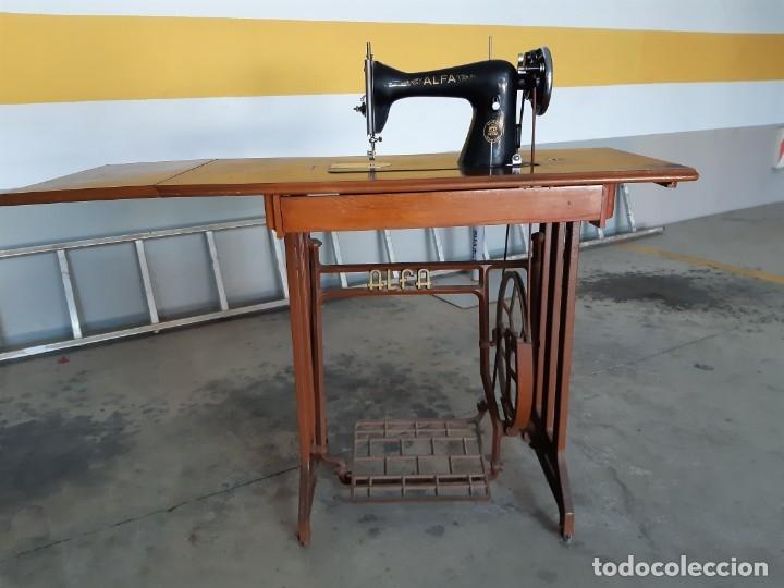 Antigüedades: Antigua máquina de coser ALFA ( leer descripción) - Foto 2 - 181555312