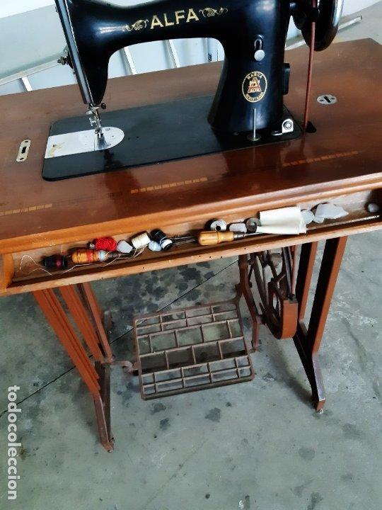 Antigüedades: Antigua máquina de coser ALFA ( leer descripción) - Foto 9 - 181555312