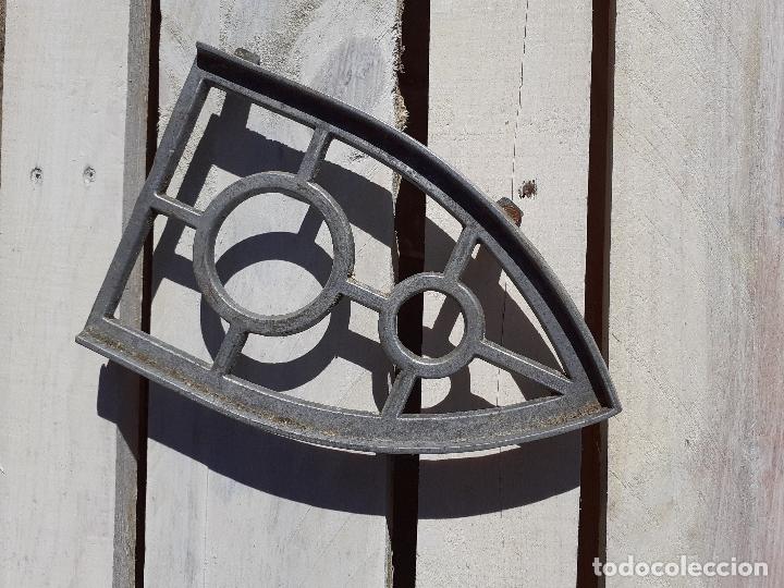 REPOSA PLANCHAS ANTIGUO (Antigüedades - Técnicas - Planchas Antiguas - Varios)