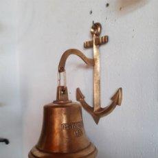 Antigüedades: BONITA Y ANTIGUA CAMPANA DE BRONCE CON SOPORTE TAMBIEN DE BRONCE. Lote 181898502