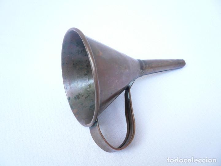 ANTIGUO EMBUDO DE COBRE. ALTURA 14 CM. DIÁMETRO 8 CM. (Antigüedades - Técnicas - Varios)