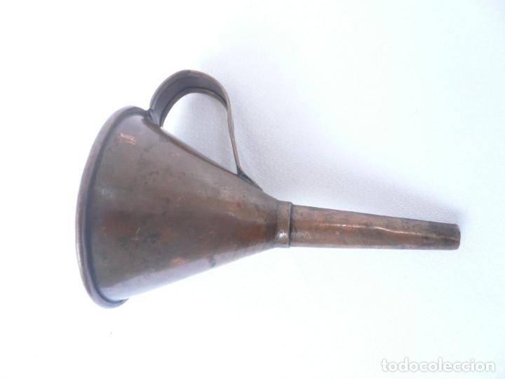 Antigüedades: ANTIGUO EMBUDO DE COBRE. ALTURA 14 CM. DIÁMETRO 8 CM. - Foto 2 - 181946108