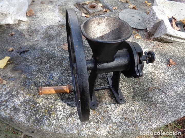 Antigüedades: Gran molino de café a rueda - Foto 4 - 181947118