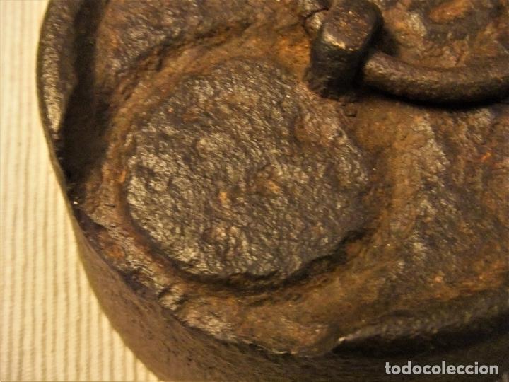 Antigüedades: MUY ANTIGUA Y GRAN PESA DE HIERRO DE 5 KILOS - Foto 7 - 182043388