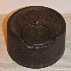 Antigüedades: MUY ANTIGUA Y GRAN PESA DE HIERRO DE 5 KILOS . Lote 182043388