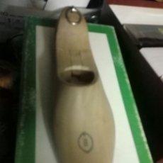 Antigüedades: HORMA FORMA DE ZAPATO. ZAPATERIA DE MADERA - PLEGABLE DEL TALÓN LETRA B. Lote 182224858
