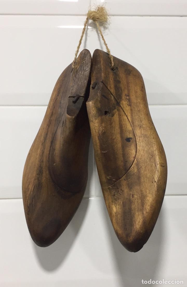 ANTIGUAS HORMAS DE ZAPATOS EN MADERA MACIZA (Antigüedades - Técnicas - Herramientas Antiguas - Otras profesiones)