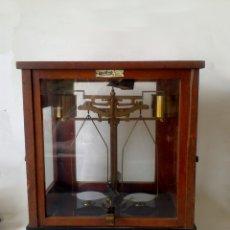 Antigüedades: ANTIGUA BALANZA DE PRECISIÓN WERLING. Lote 182317682