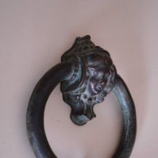 Antigüedades: GRAN ALDABA DE BRONCE. Lote 182317998