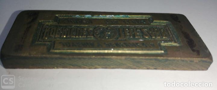 Antigüedades: CUBA. PRE REVOLUCION. SANTA CLARA. SELLO DE BRONCE. JOYERIA Y PERFUMERIA RODRIGUEZ. MED:6.5 X 2.5 CM - Foto 2 - 182374967