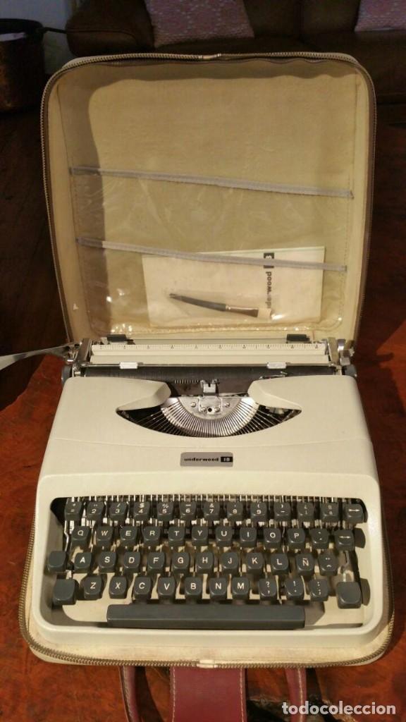 MÁQUINA DE ESCRIBIR UNDERWOOD 18 OLIVETTI ITALIA AÑOS 60 CON FUNDA. FUNCIONA (Antigüedades - Técnicas - Máquinas de Escribir Antiguas - Underwood)