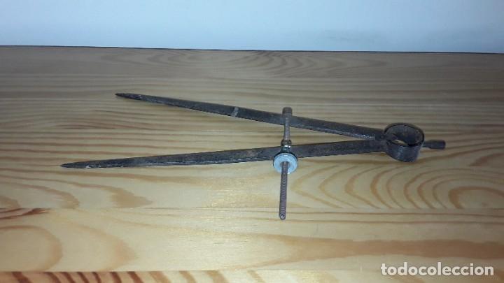 Antigüedades: Antiguo compás de hierro - Foto 4 - 182432473