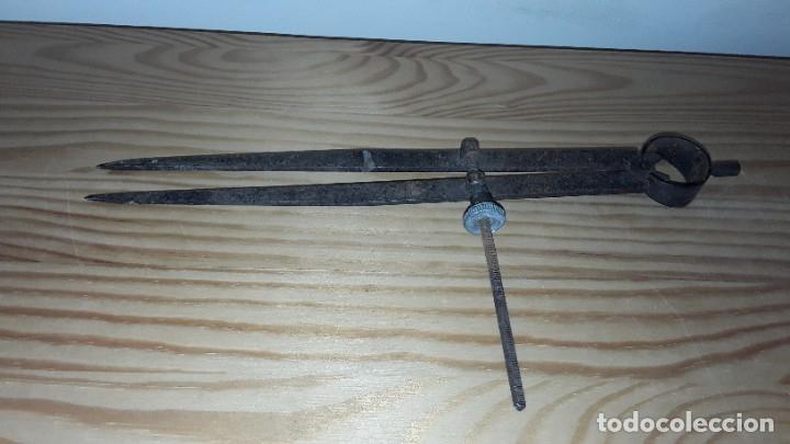 Antigüedades: Antiguo compás de hierro - Foto 7 - 182432473